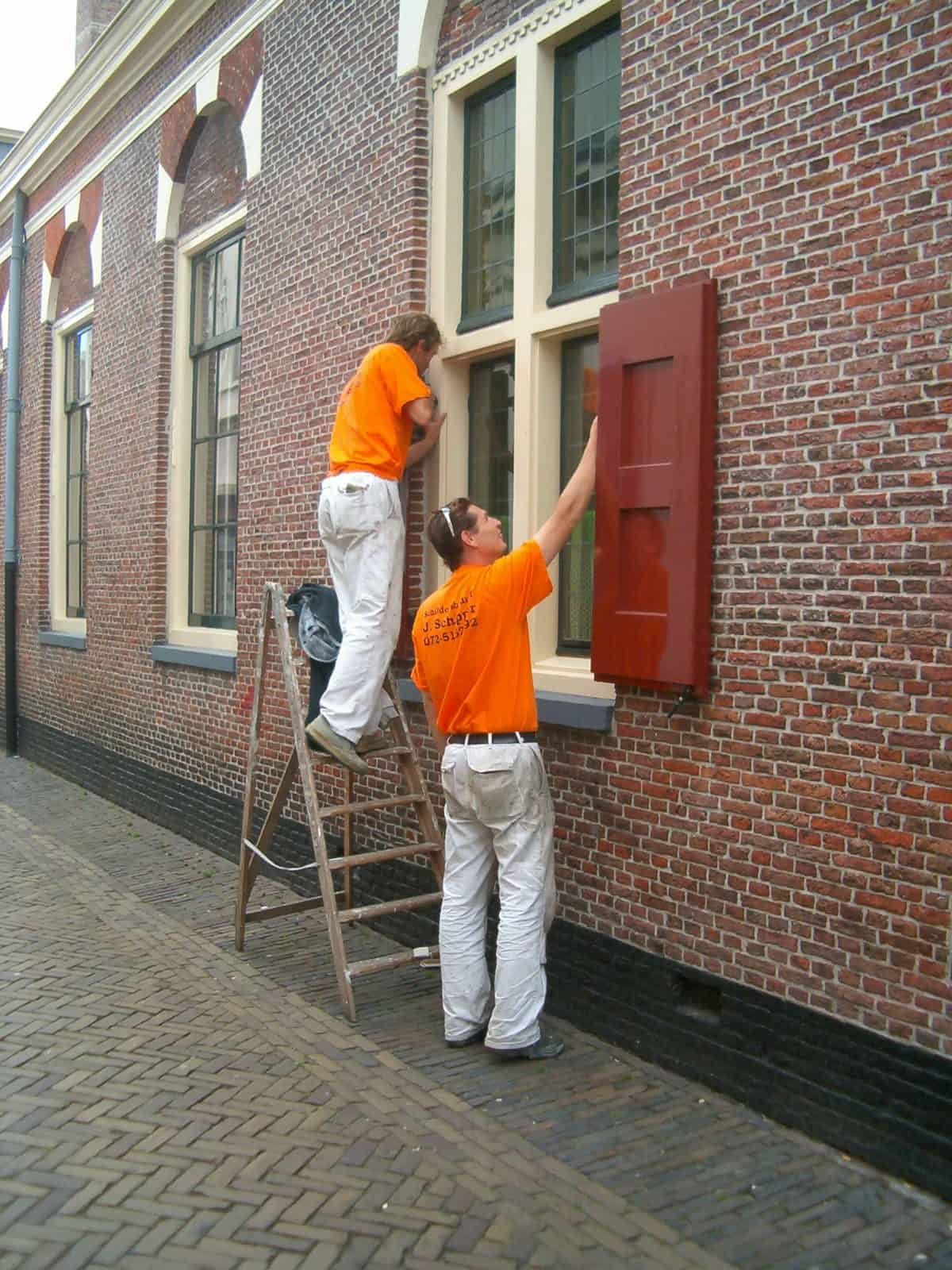 Schilderwerk in uitvoering door Schildersbedrijf J. Schipper aan Huis van Achten te Alkmaar